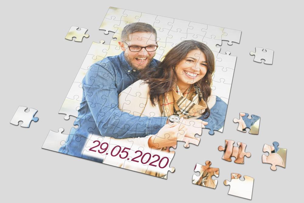 Puzzle sa datumom zagrljeni par